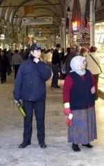 Turkki harkitsee eroamista kotiväkivaltaa torjuvasta Istanbulin sopimuksesta – Naiset protestoivat kaduilla
