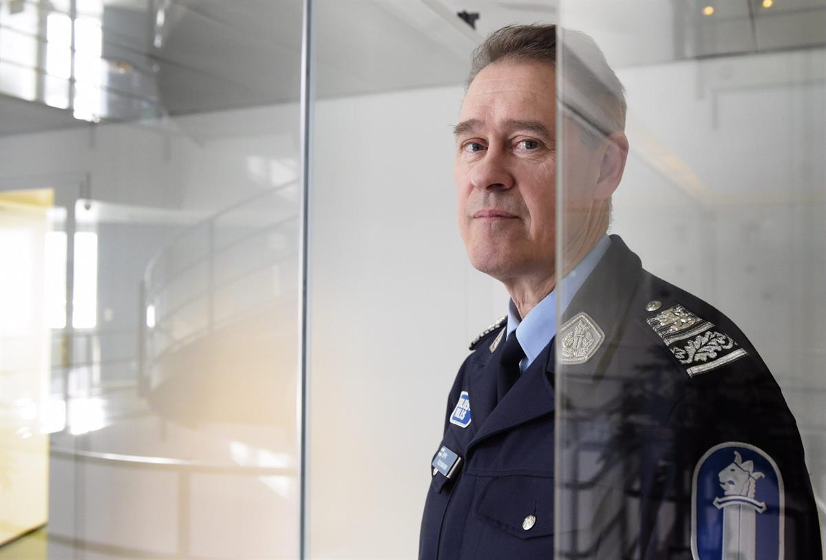 Poliisiylijohtaja haluaa poliisin kitkevän valeuutisia ja ... f8b34e3c22