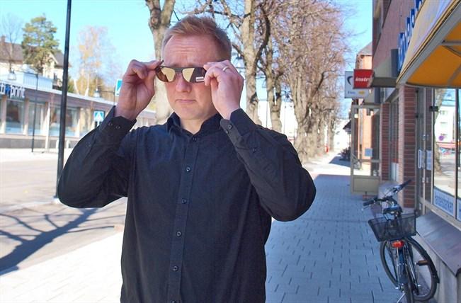 Aurinkolaseja kannattaa tietysti sovittaa ulkona auringonpaisteessa 3d1fd2ac0a