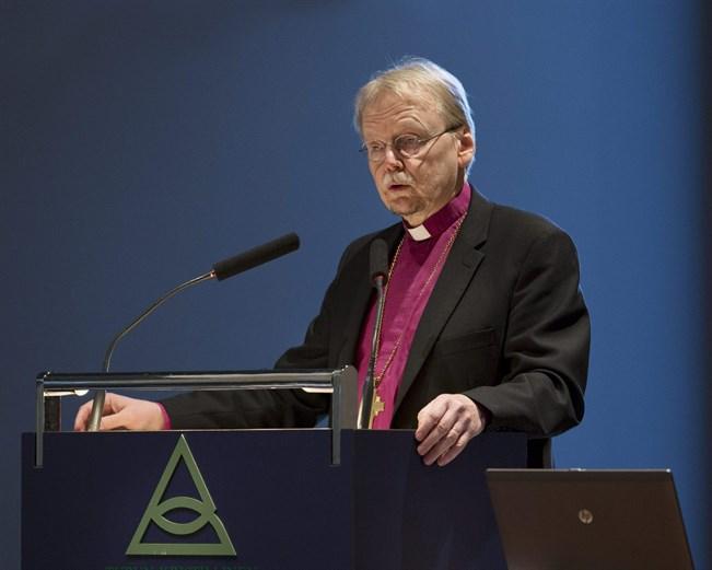 Arkkipiispa Kari Mäkinen puhuu evankelis-luterilaisen kirkon kirkolliskokouksen syysistunnon avajaisistunnossa  Turussa 3. marraskuuta 2015.