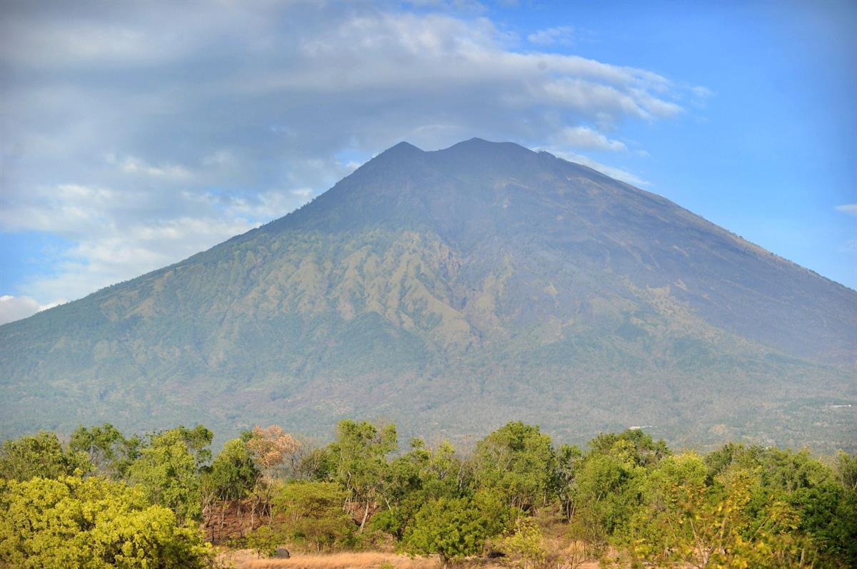 Tulivuori uhkaa purkautua Balin turistisaarella – tuhansia evakuoitu - Maailma - Turun Sanomat