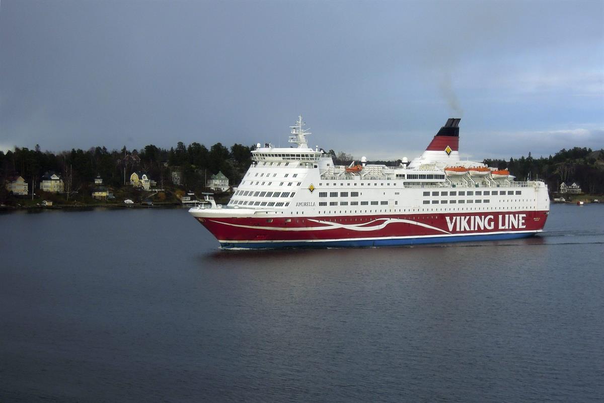 Viking Line jätti uusnatsit rannalle Ruotsissa – pyrkivät osallistumaan marssille Suomessa ...