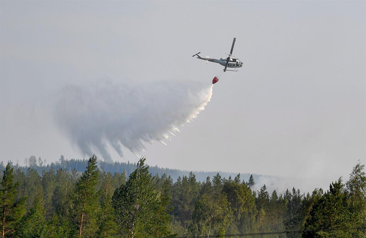 Erikoiskoulutettuja ranskalaispalomiehiä sammuttamaan ukkosen lietsomia Ruotsin metsäpaloja