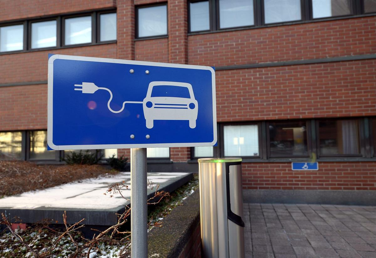 Sähköauto vie nykyään mökillekin ilman sen suurempia huolia