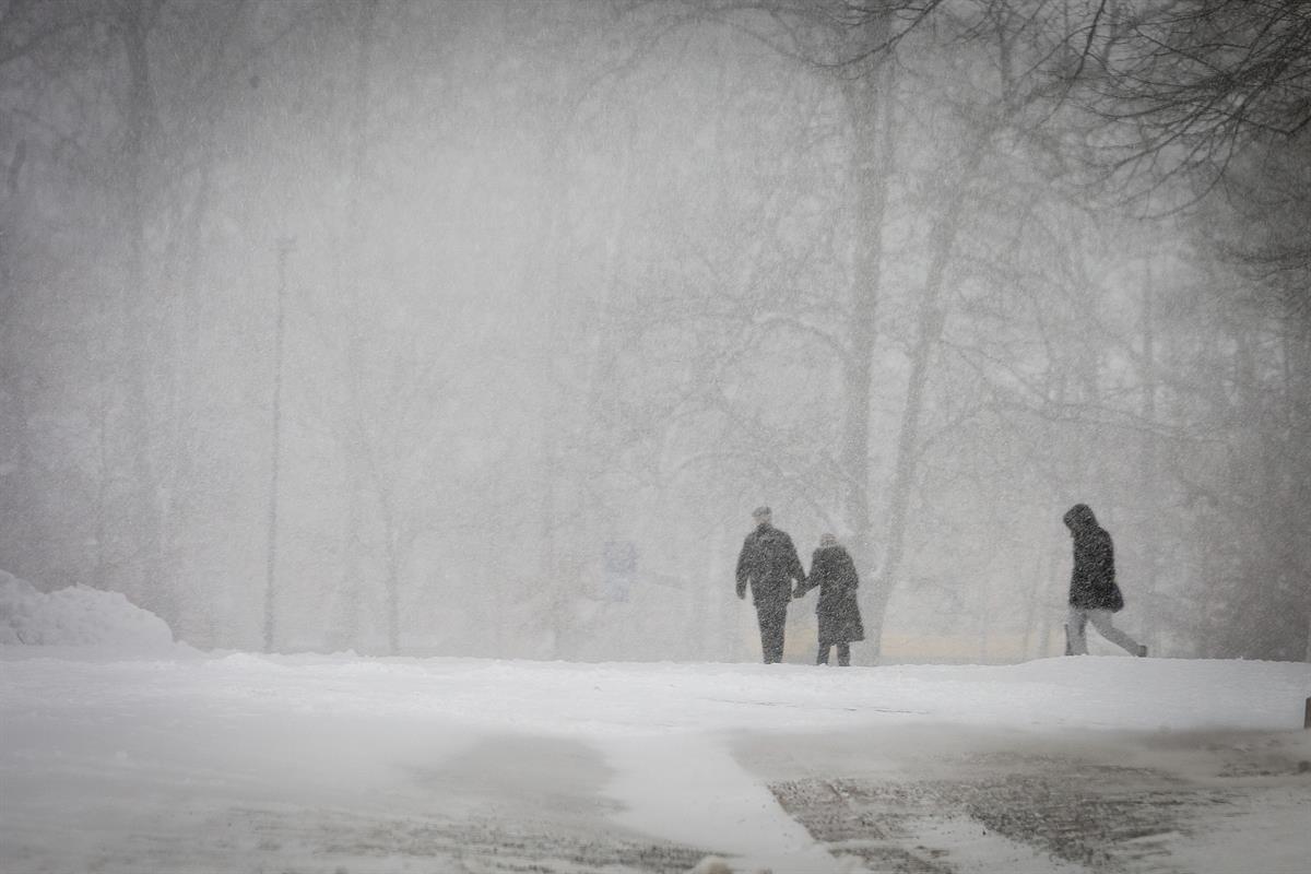 Kommentti: Lapseni kysyy milloin sataa lunta –mitä vastaan?