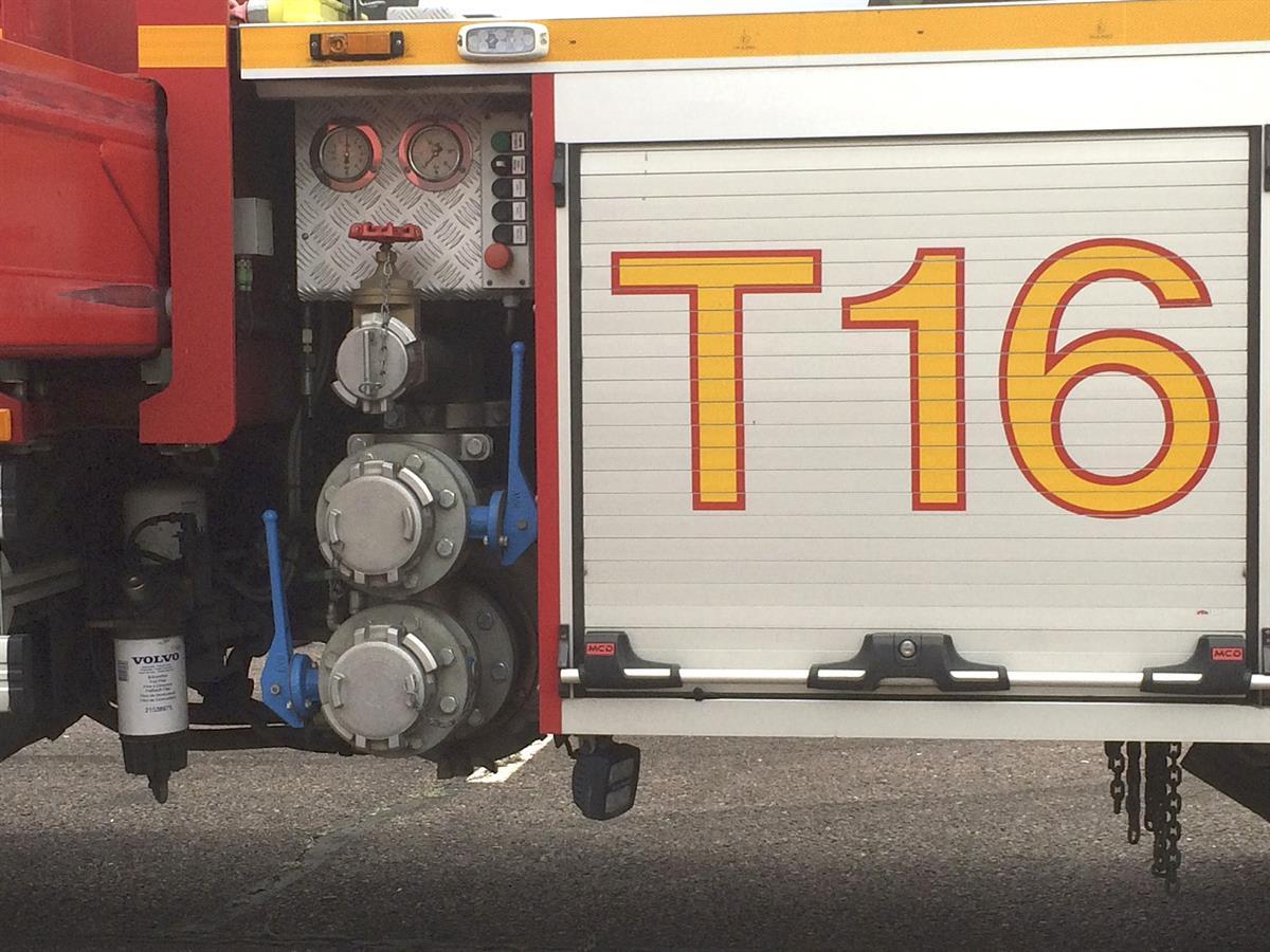 Lava-auto paloi varastorakennuksen tallissa Pansiontiellä