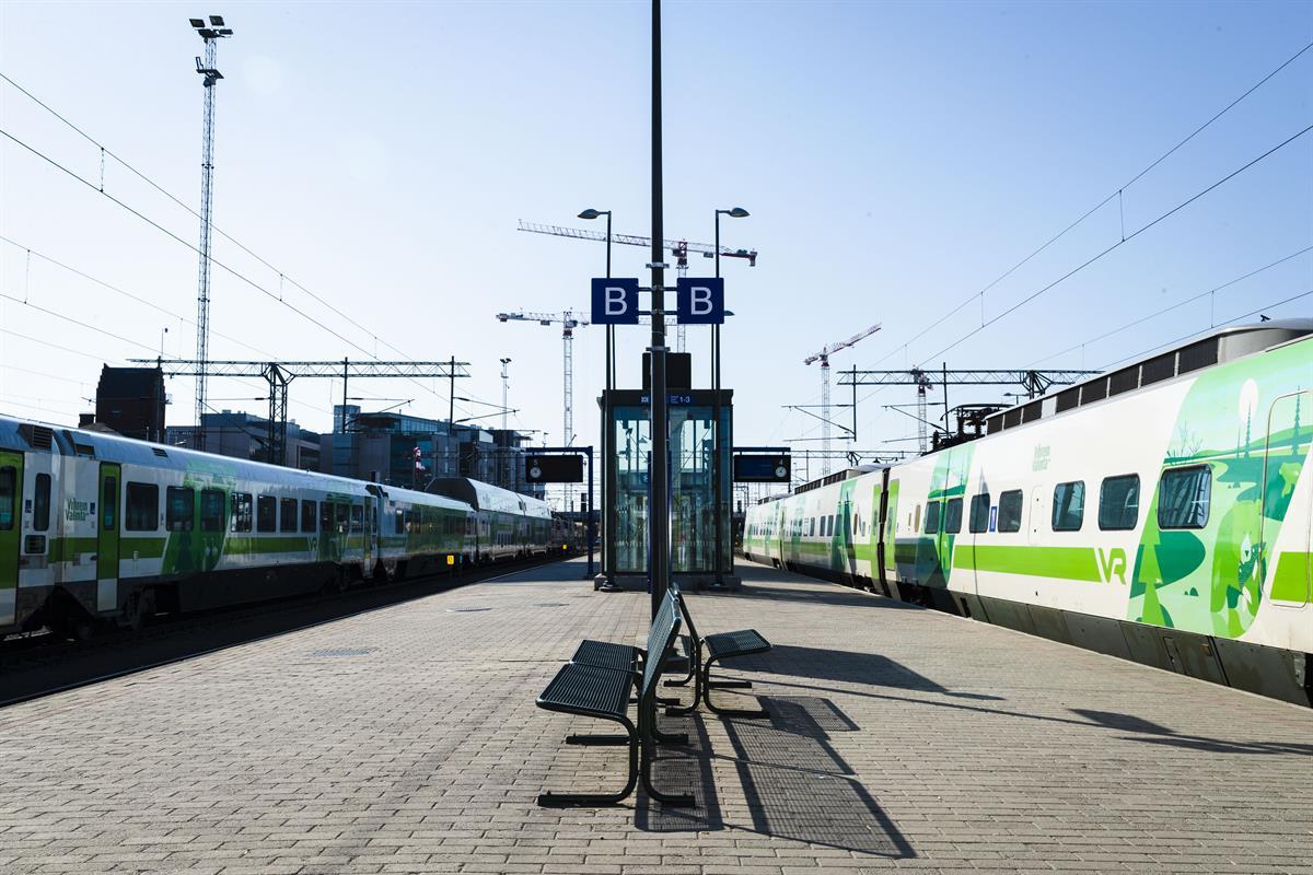 Kaukojunat maakuntien ja Helsingin välillä ovat myöhässä ainakin...