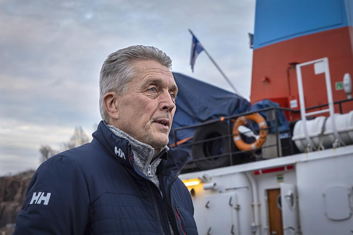 Myrskyävä meri tekee nöyräksi  meripelastaja Pekka Arasola...