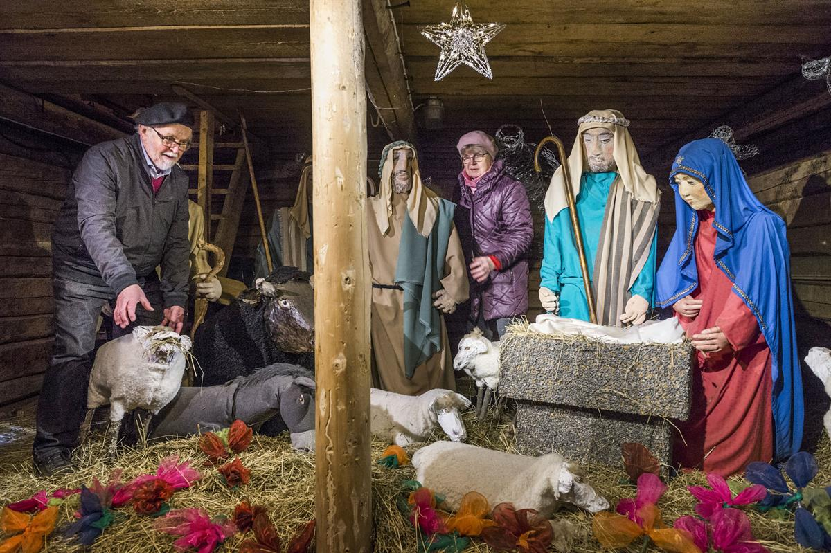 Enkelipolku johdattaa Maarian pappilan jouluseimelle, joka avattiin sunnuntaina...