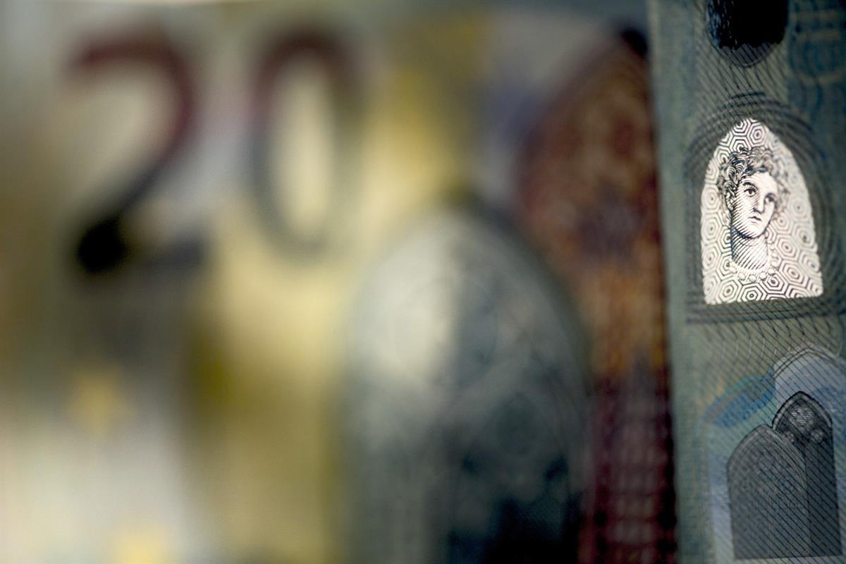 Kuka opettaa nuorille rahankäyttöä?