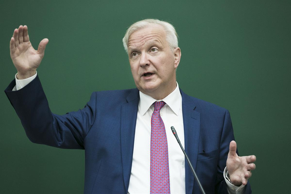 Olli Rehn avasi presidenttipelin  keskustassa se...