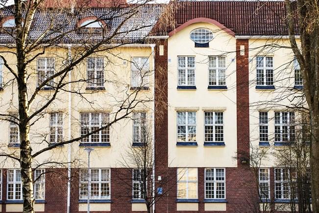Turun kaupunginsairaalan psykiatrisilla suljetuilla osastoilla on ilmennyt vakavia väärinkäytöksiä. Turun kaupunki myöntää tietävänsä hoitohenkilökunnan laiminlyönneistä. TS/Riitta Salmi