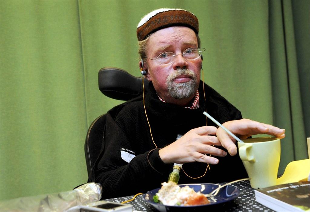 Vammaisten oikeuksien edistäjä Könkkölä kunniatohtoriksi